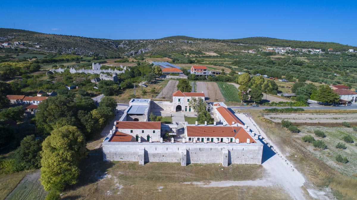 Storia Han - Maskovica Han Vrana Pakostane Croazia